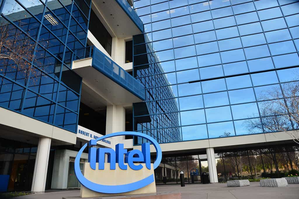 Intel (INTC) EVP Navin Shenoy Sells 498 Shares